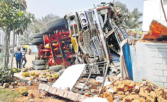Three Persons Fall Under Lorry And Lost Life At Jadcherla - Sakshi