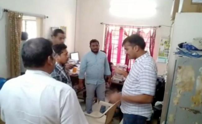 ACB Catches Transco AEE In YSR Kadapa - Sakshi