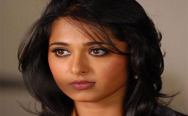 Anushka Shetty Says Wedding Rumours Affecting Her Family - Sakshi