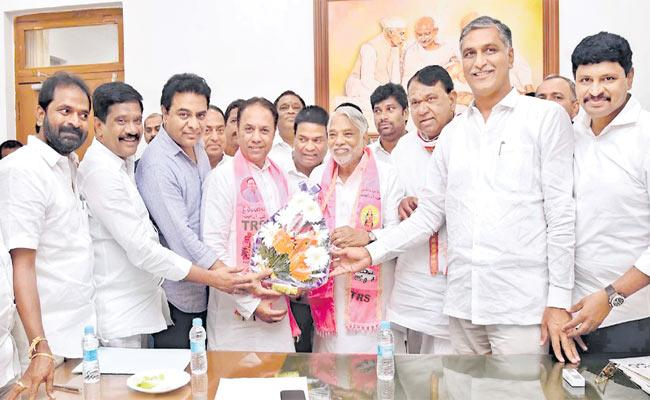KK And Suresh Reddy Named TRS Candidates for Rajya Sabha - Sakshi