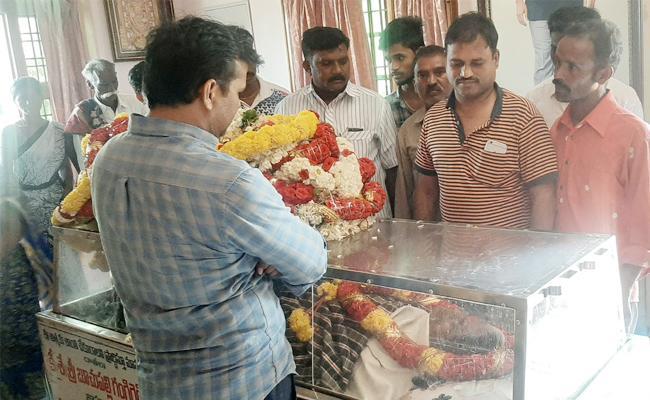 YS Jagan Mohan Reddy PA Ravishekar Mother Pass away YSR kadapa - Sakshi