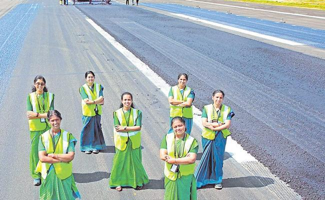 CIAL Officers Appreciate Women Engineers For Their Work - Sakshi