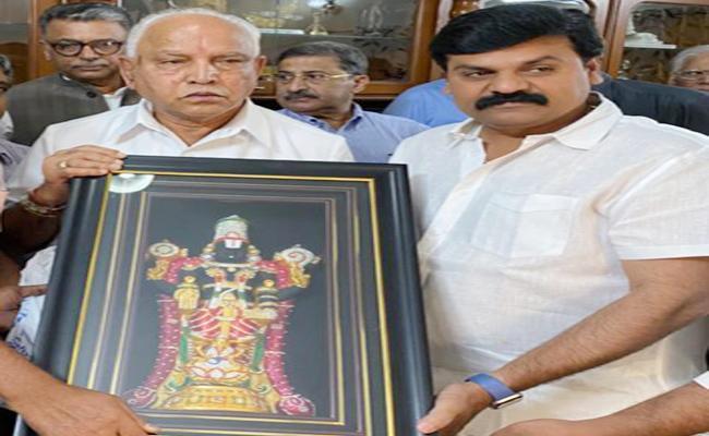 Karnataka CM Yediyurappa Prices YS Jagan Mohan Reddy Schemes - Sakshi