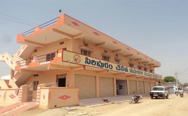 Nalgonda Handloom Industry Facing Allegations - Sakshi