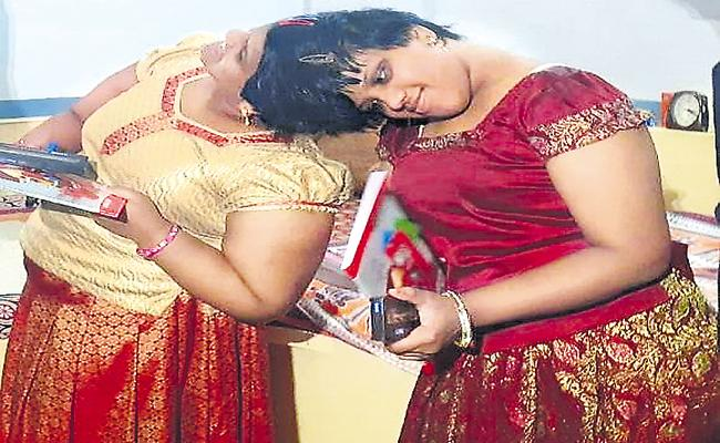 Conjoined twins Veena and Vaani Explained to the SSC Board about scribe help - Sakshi