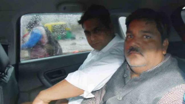 Delhi  Police Finds Evidence Against Tahir Hussain - Sakshi
