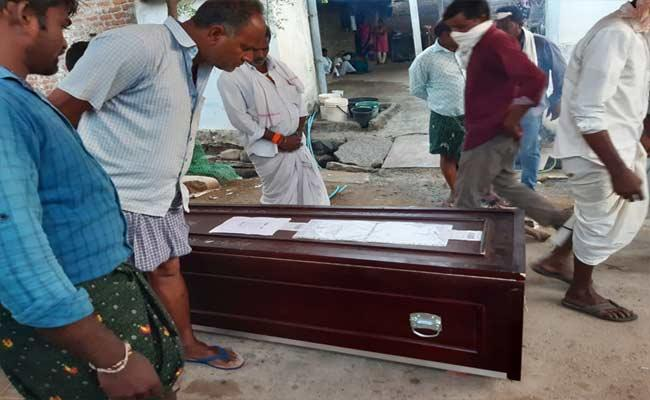 Gulf Employee Dead Body Reached Home Town After 9 Months In Adilabad - Sakshi