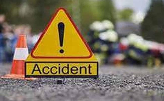 Road Accident In Narsingi Medak District - Sakshi