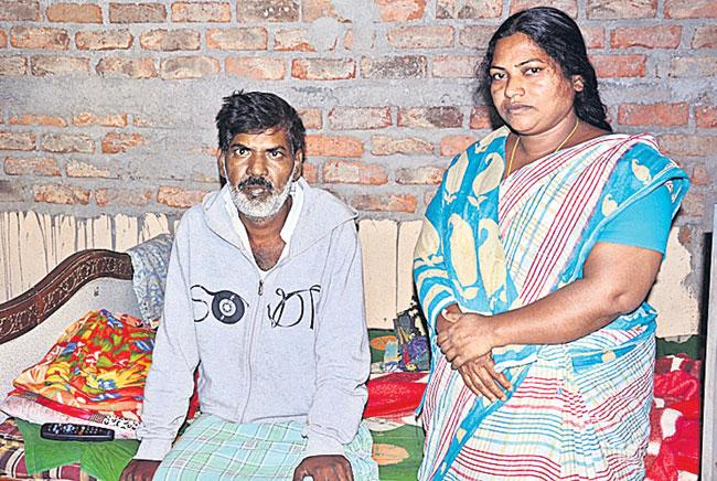 Auto Driver Sanjeev who Suffering with Cancer Seek Help - Sakshi