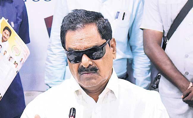 AP Deputy CM Narayanaswamy Fires On Chandrababu Naidu - Sakshi