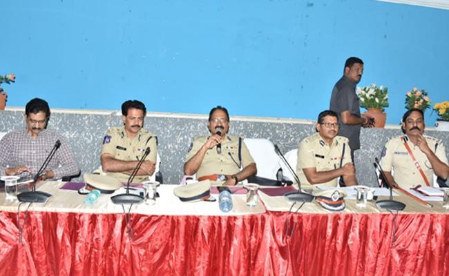 DGP Mahendar Reddy Visits Ramagundam - Sakshi