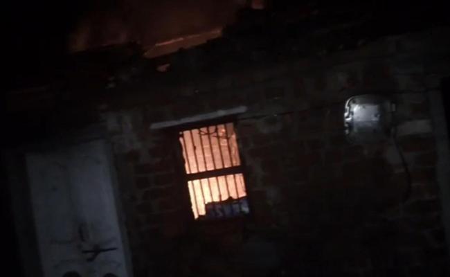 Mother And Son Last Breath Gas Cylinder Explosion In Peddapalli - Sakshi