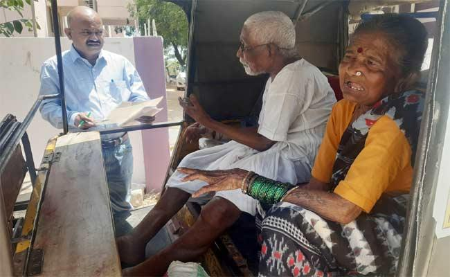 Old Age Couple Requests To RDO Officer Take Action On There Sons In Nalgonda - Sakshi