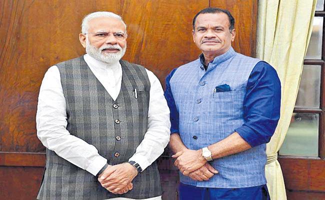 Komatireddy Venkat Reddy Met PM Narendra Modi - Sakshi