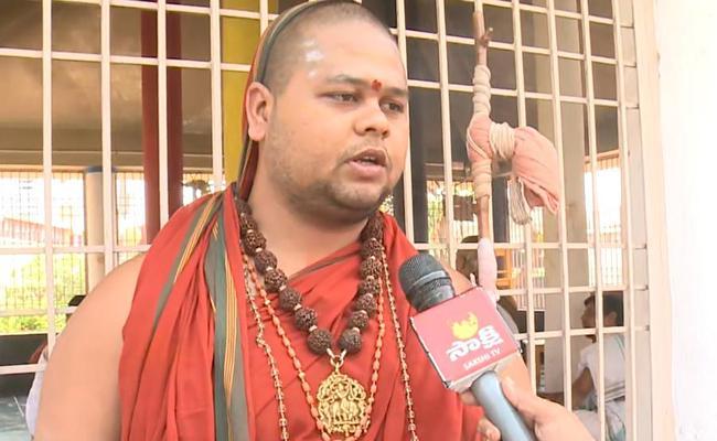 Swatmanandendra Saraswati Conducts Yagam To Fight Coronavirus - Sakshi