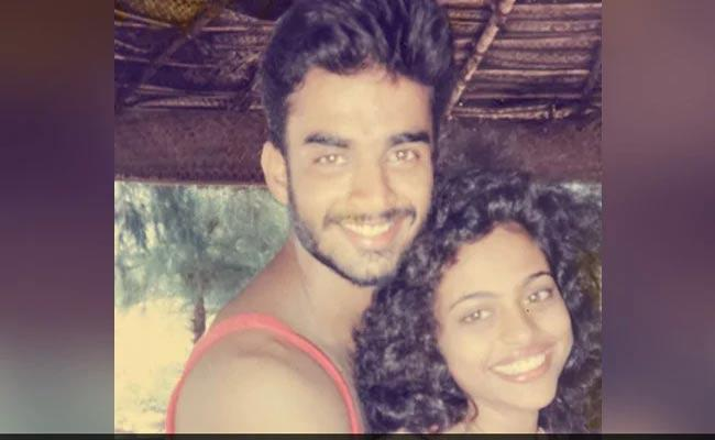 Hero Madhavan Shares Throwback Picture With Wife Saritha - Sakshi