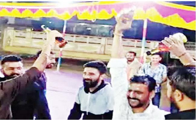 Six Arrested For Beer Bath In Gujarat - Sakshi
