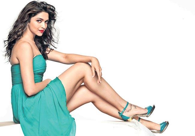 Deepika Padukone And Rishi Kapoor to star in The Intern Hindi Remake - Sakshi