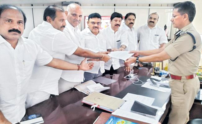 YSRCP MLAs Given Complaint Against Nimmagadda Ramesh To Gowtham Sawang - Sakshi