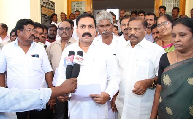 Kakani Govardan Reddy Fires on Somireddy Chandramohan Reddy - Sakshi