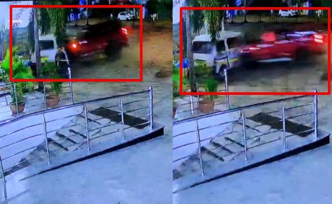Drunk Driver Car Hit Ambulance At Hastinapur In Hyderabad - Sakshi
