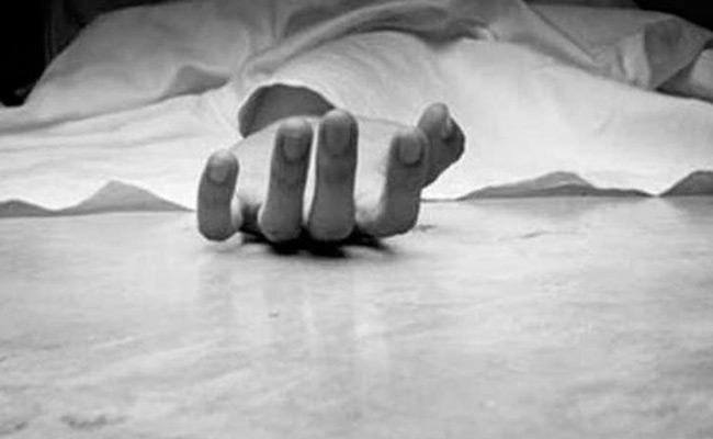 Rebel Madhya Pradesh Congress MLAs Daughter Hangs Self - Sakshi