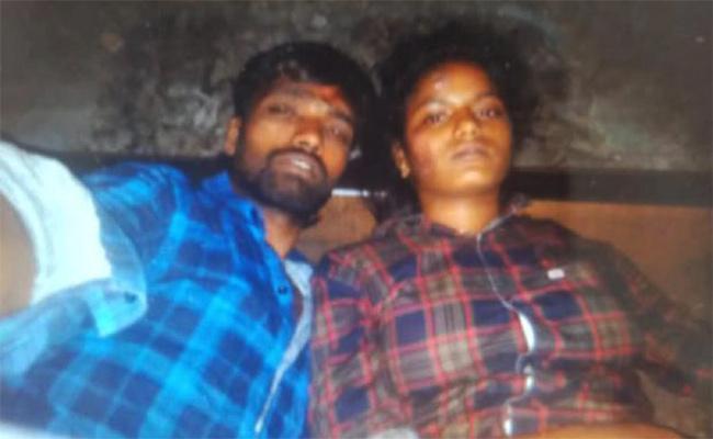 Love Couple Commits End Lives in Tamil nadu - Sakshi