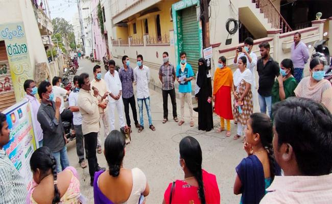 Grama volunteer Key Roll in COVID 19 Cases Findout - Sakshi