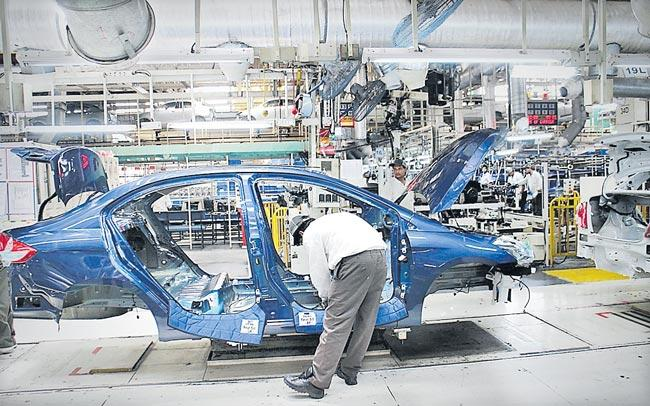Maruti Suzuki suspends production at Gurgaon And Manesar plants - Sakshi