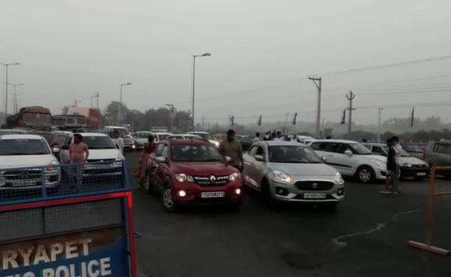 Vehicles Stopped At Telangana Border Kodad Ramapuram Cross Road Checkpost - Sakshi