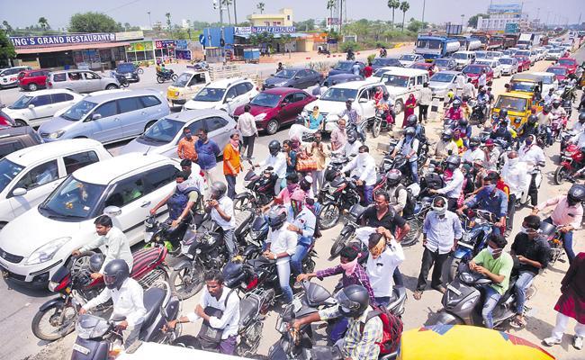 Corona Virus: Lockdown Terms Violations from morning to night in Telangana - Sakshi