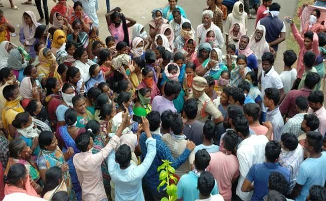 Do Not Establish Isolation Centers At Public Places In Srikakulam - Sakshi