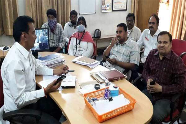 Visakhapatnam Officials Identify 465 Foreign Return People For Coronavirus Reasons - Sakshi