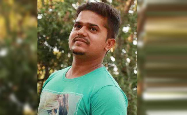 Young Man End Lives Cancel Flight Tickets From Gulf to India - Sakshi