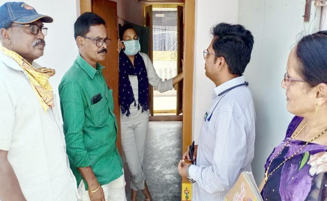 Officials Warning to NRI Returns in Guntur - Sakshi