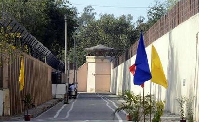Coronavirus : Prisoners Release on Parole From Tamil Nadu Jail - Sakshi