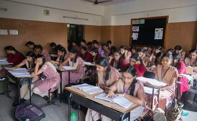 Narayana School Staff Secret Classes For Tenth Students Prakasam - Sakshi