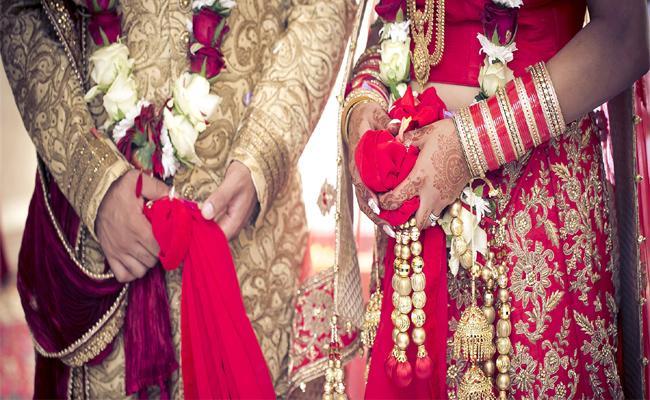 Police Stops Wedding Reception in Kurnool - Sakshi