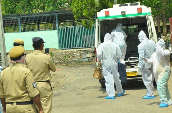 Man Violating Coronavirus Home Quarantine in Hyderabad - Sakshi