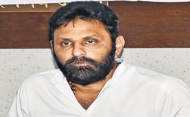 Kodali Nani warning to traders  - Sakshi