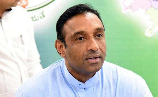 Mekapati Goutham Reddy Talk On AP People In Hyderabad Over Corona - Sakshi