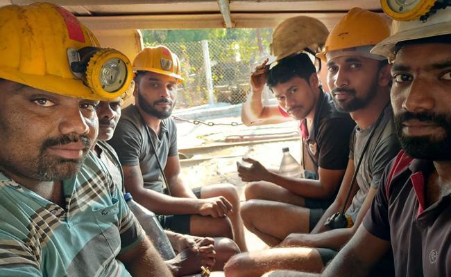 Singareni Workers Neglect on Coronavirus Karimnagar - Sakshi