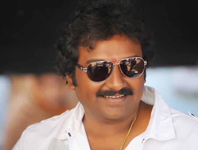 Director VV Vinayak donates Rs 5 lakh to movie artists - Sakshi