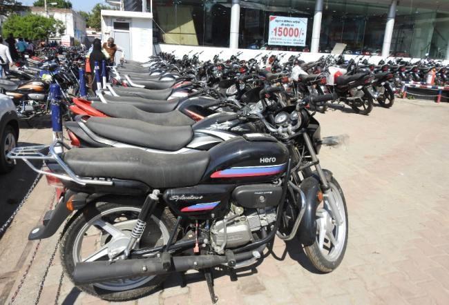 Supreme Court Eases Deadline For Sale Of BS4 Vehicles - Sakshi