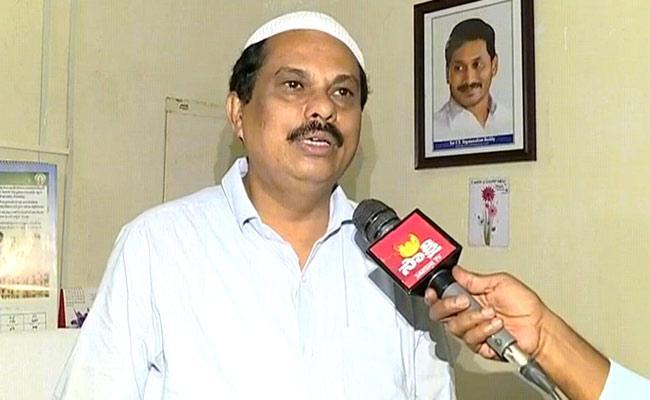 AP Wakf Board CEO Aleem Basha Said Muslims Should Prayers At Home - Sakshi