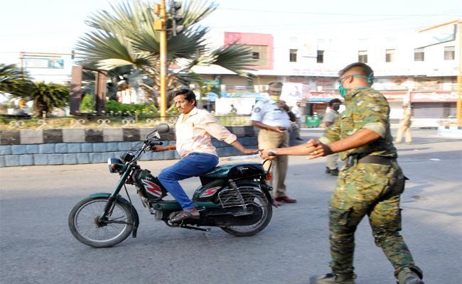 Karnataka CM Orders to Arrest in Lockdown Accused - Sakshi