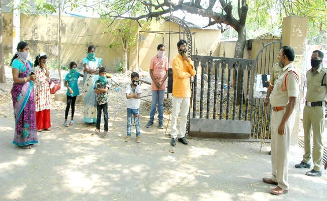 Relatives Stuck in Marriage Home Peddapalli - Sakshi