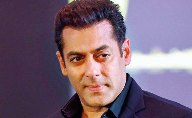 Salman Khan Moved Farmhouse With Family Members During Lockdown - Sakshi