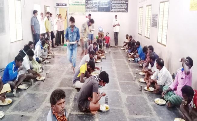 Sikkolu People Stuck in Borders Lockdown Srikakulam - Sakshi