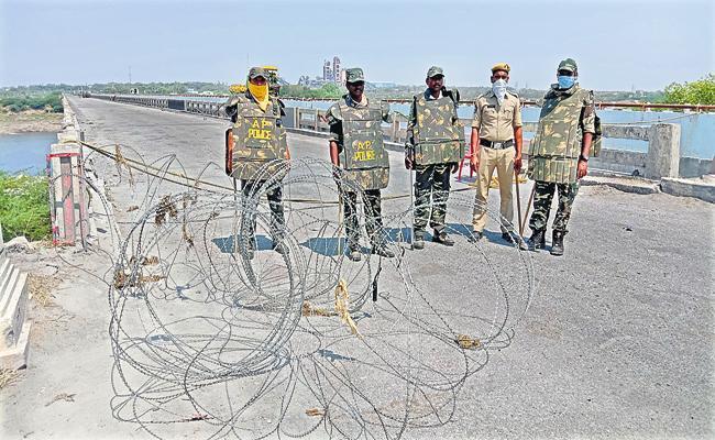Coronavirus: Situation At AP And Telangana Border Is Became Calm - Sakshi